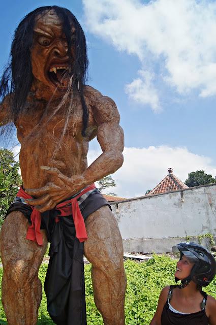 Estatuas que dan miedo en Bali