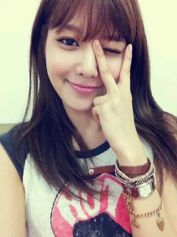 "[PICTURE] SNSD Sooyoung New Selca ""Cute V"""