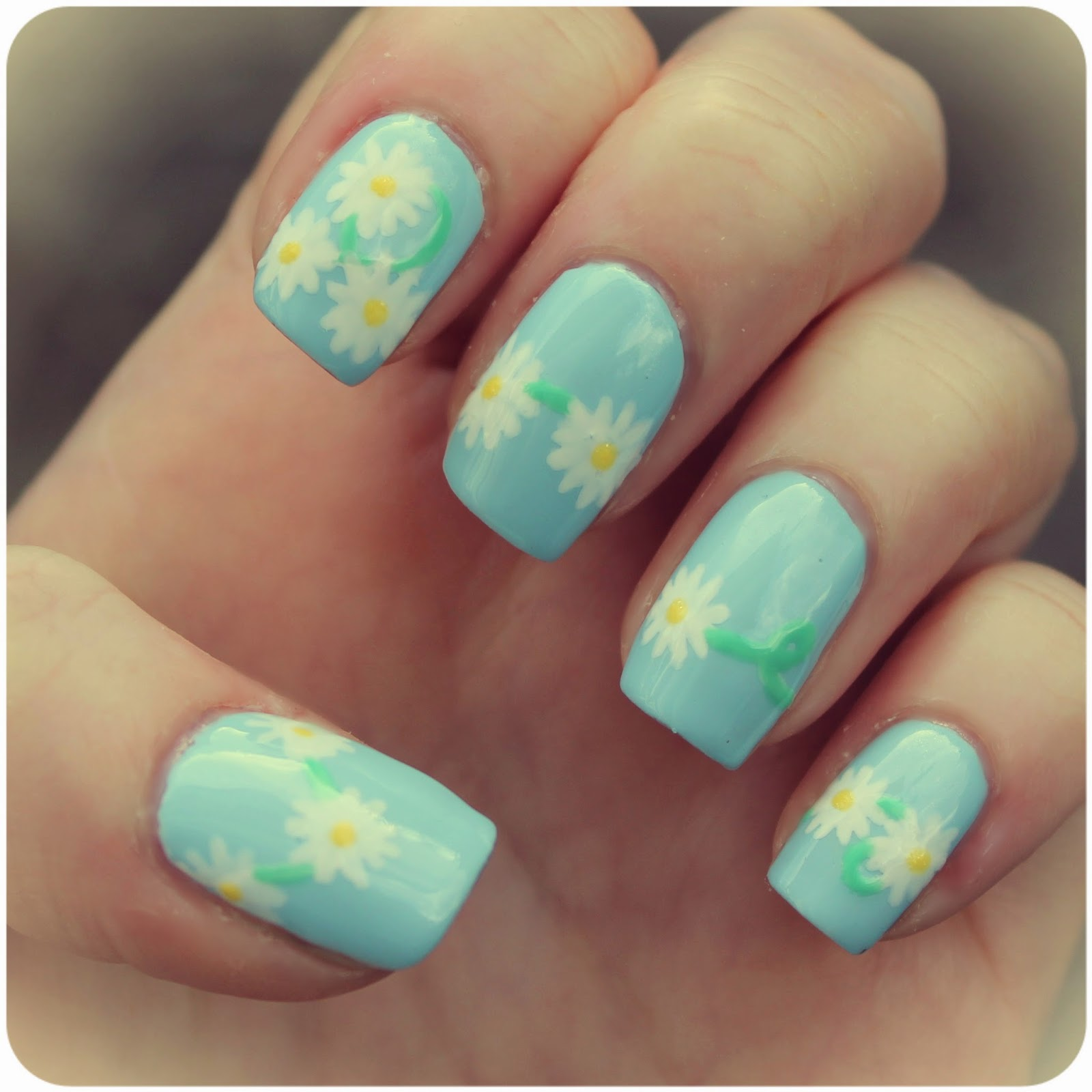Dahlia Nails: Daisy Chain