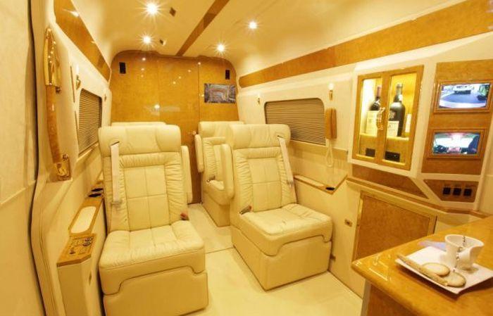Pix grove luxury mercedes benz sprinter van for Mercedes benz sprinter luxury van