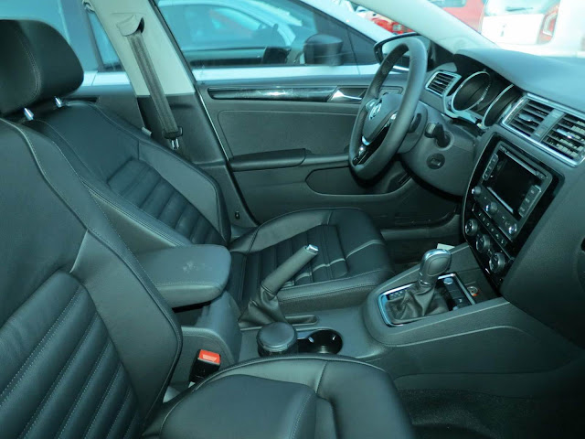 VW Jetta 2015 Highline TSI Prata - interior