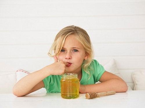Theo lời thầy chỉ, lần sau Sóc cảm mẹ cứ thế mà làm. Vì có mật ong ngọt nên Sóc ăn rất ngon lành. Tới ngày thứ 2 thì đỡ hẳn.