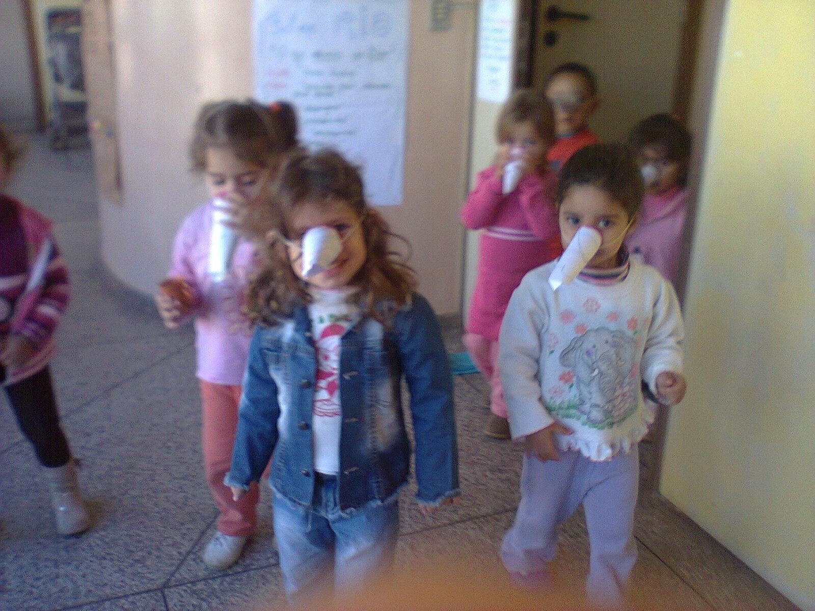 As borboletinhas do M1 visitando a cozinha da escola  #395A92 1600 1200