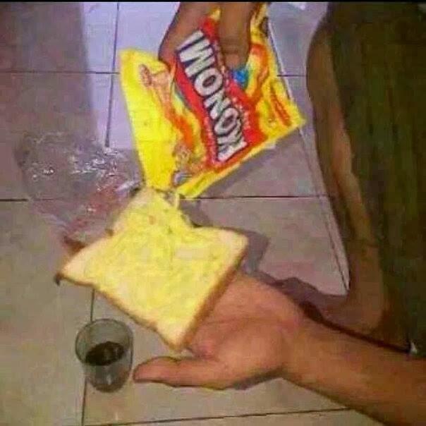 gambar orang makan roti
