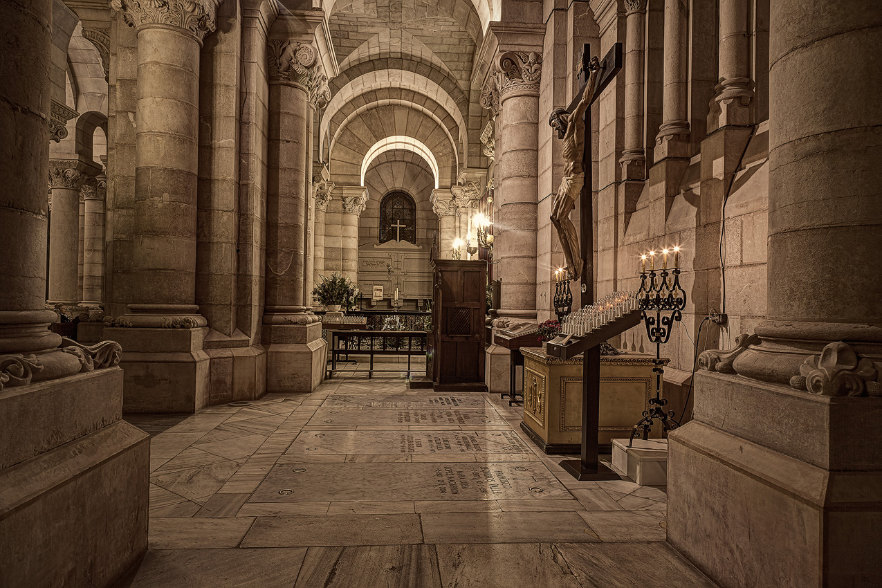 Neo-romanesque crypt in Madrid