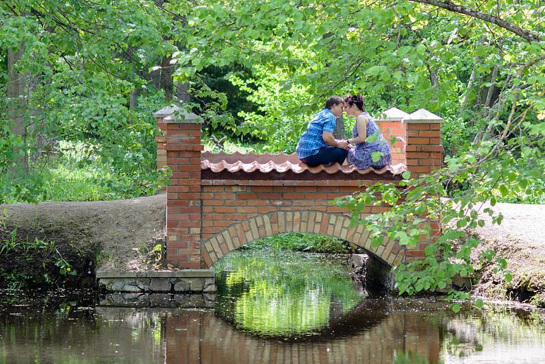 romantiška priešvestuvinė fotosesija gamtoje