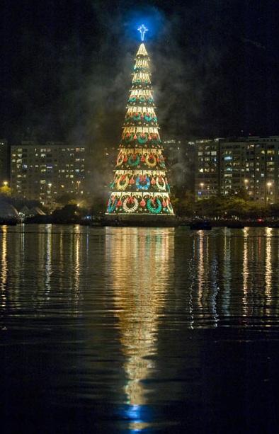 christmas, largest tree, floating, rio de janeiro