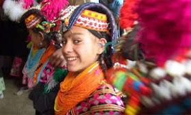 Perempuan Kalash di Pakistan - www.jurukunci.net