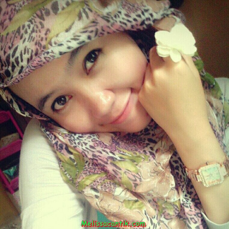 Indonesian Babes: Very Cute College Girl With Hijab Photos