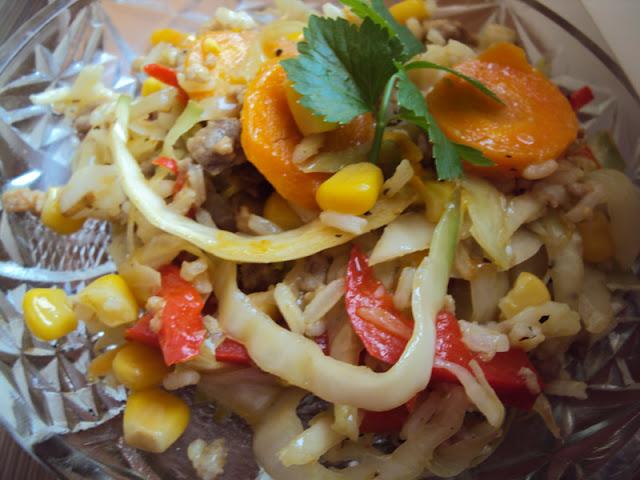 Ryż z kapustą, kukurydzą, papryką