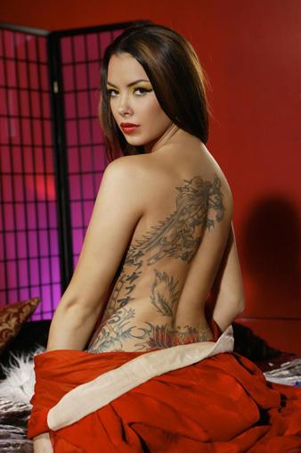 Sophia Santi show her tattoo