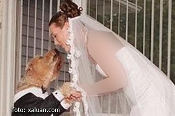 http://4.bp.blogspot.com/-2I6FXSsAPGY/UHjRTxEFs-I/AAAAAAAADUo/t1gNHLRZQb0/s400/wanita-nikahi-anjing.jpg
