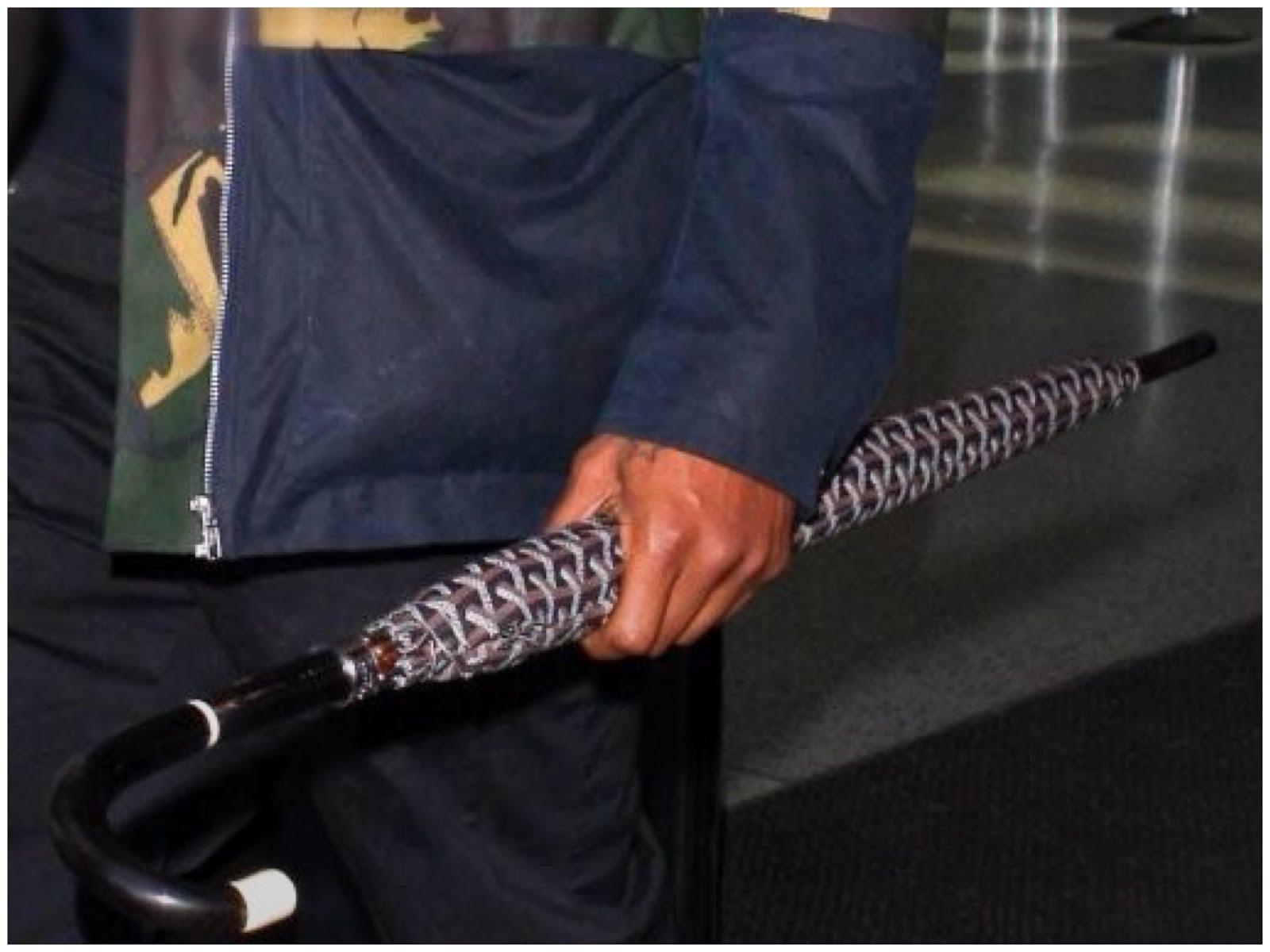 00O00 Menswear Blog Usher's Goyard umbrella - LAX Airport
