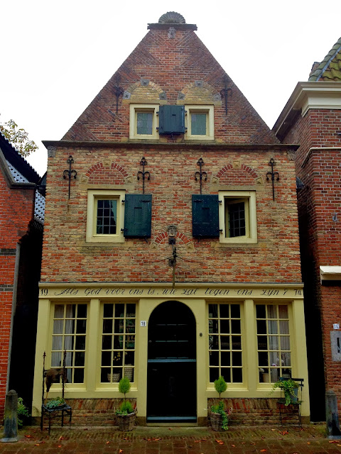 Picture of an old house in Appingedam, Groningen.