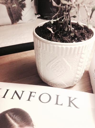 Potteskjuler - køb urtepotter og plantekrukker fra Kinto  online hos House of Bæk & Kvist.