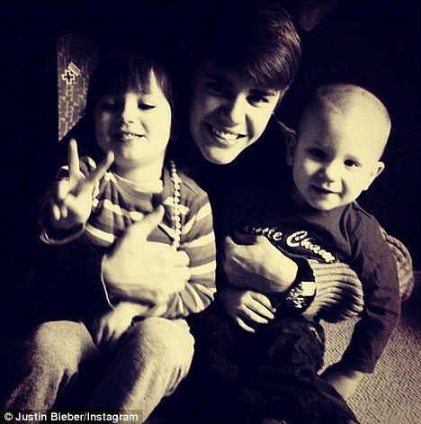 Justin Beiber with his adorable siblings