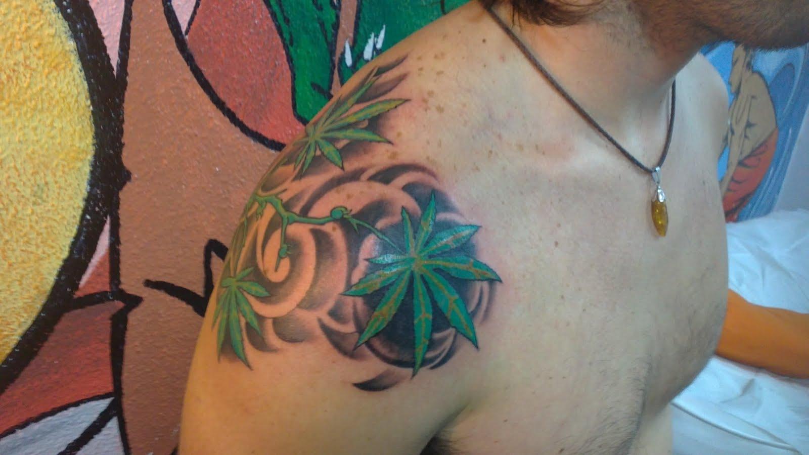 hojas de marihuana - cannabis leafs tattoo - tattoo folha de cannabis