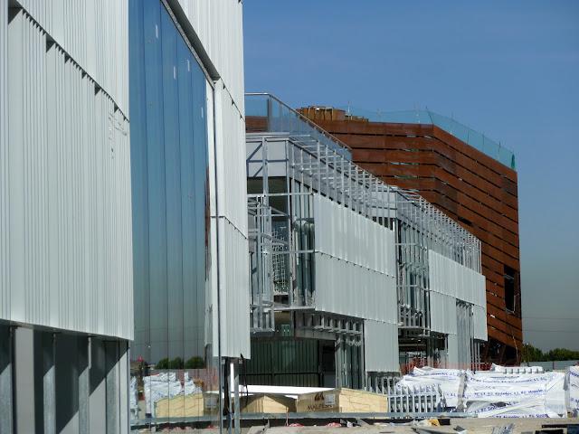 AASB visita CREAA. Fachadas exteriores de los edificios