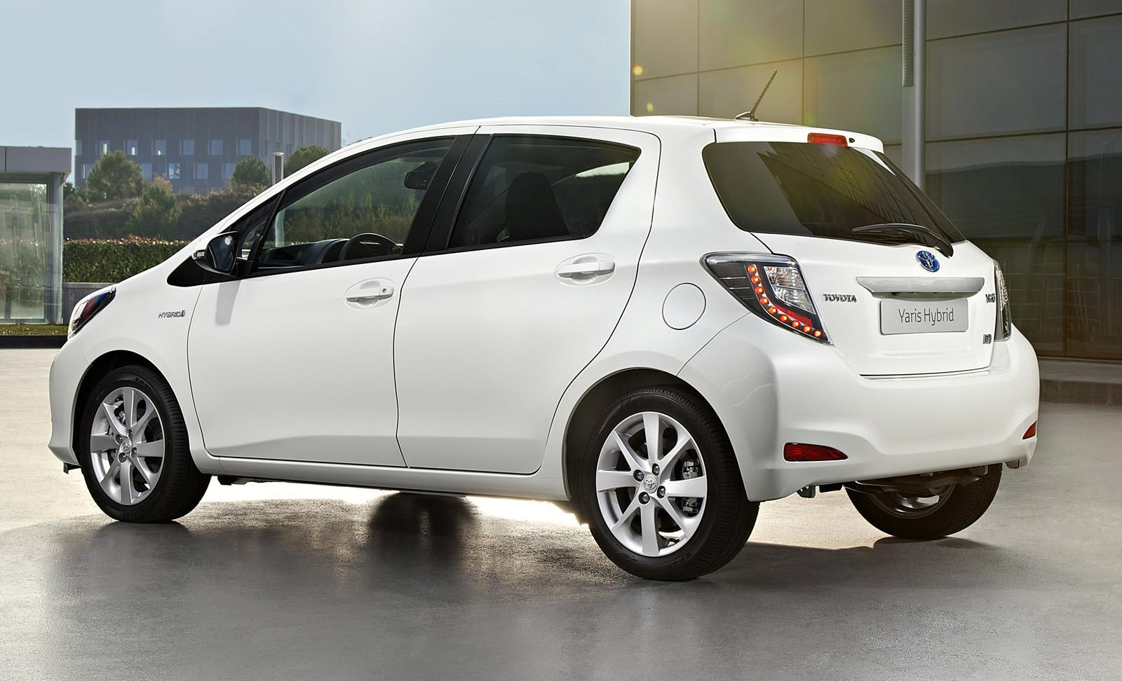 toyota yaris hybrid challeges the honda jazz hybrid car. Black Bedroom Furniture Sets. Home Design Ideas