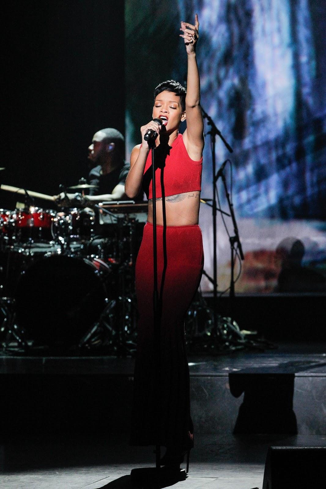 <b>Rihanna Hot PicturesHD Wallpapers</b>