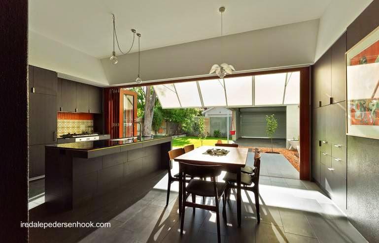 Cocina comedor de una residencia reformada y rediseñada en Australia