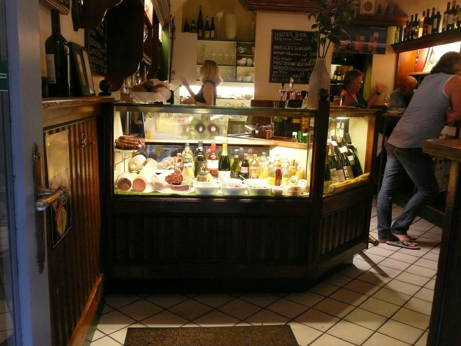 Schiller wine vis a vis wine bar in vienna austria for Food bar wien