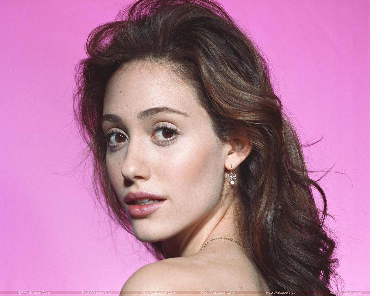 http://4.bp.blogspot.com/-2JteckiKvvk/TlZusagOWbI/AAAAAAAAJvY/LX0ToPmRF74/s1600/Emmy_Rossum_actress_wallpaper.jpg