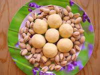 http://www.momrecipies.com/2008/11/sago-ladoo-sabudana-ladoo.html