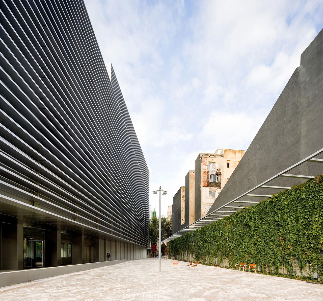 Oficinas de la seguridad social en el raval bcq arquitectes for Oficinas de seguridad social barcelona