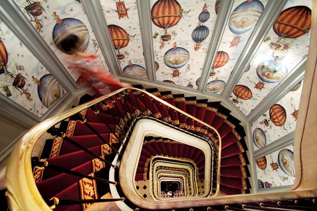 Heißluftballon-Tapete im Treppenhaus