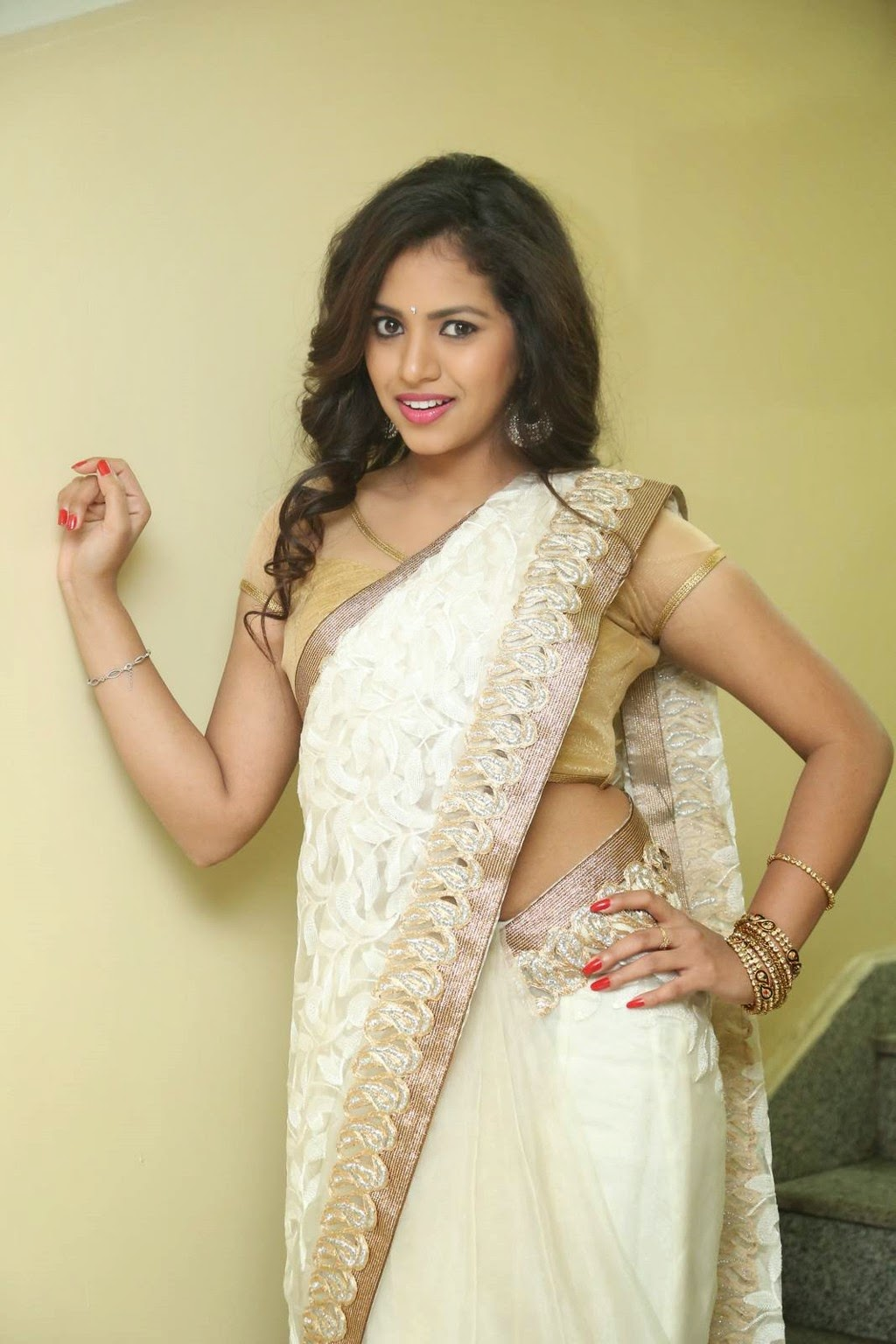 gowthami chowdary glamorous in saree-HQ-Photo-6