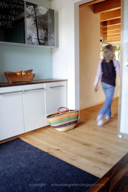 ein schweizer garten der flur. Black Bedroom Furniture Sets. Home Design Ideas