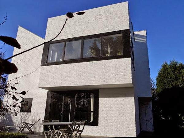 Saint-André-lez-Lille - Maison Deparis  Architectes: Henri Mouette, Gilbert Viezzoli, Atelier d'Architecture Marcoussis (AAM  Sculpteur: Pierre Székely  Construction: 1966 - 1967