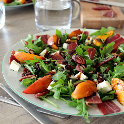 illustration salade de nectarine et jambon ibaïona