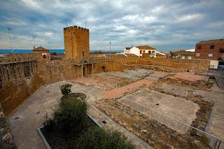http://castillosybatallas.com/es/castillo-de-alcaudete/