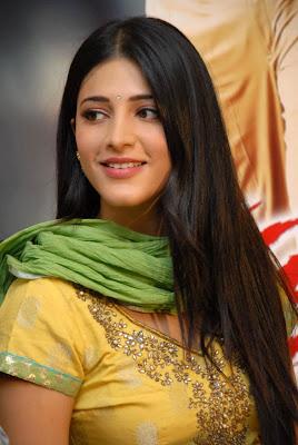 shruti han at gabbar singh success meet actress pics
