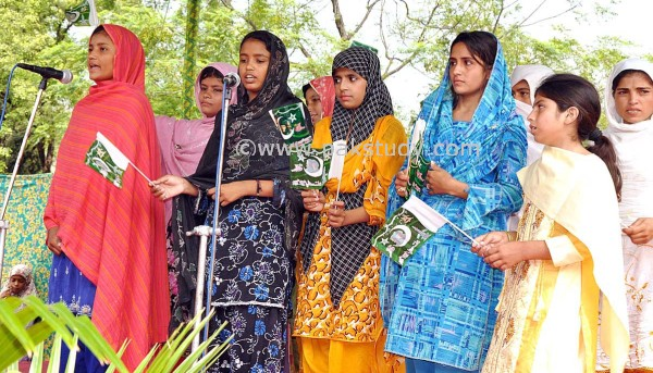 an essay on pakistani women Status of women in pakistan - society and culture articles & cloumns - large collection of latest & top article & cloumn on society and culture at hamariwebcom you will find every day.