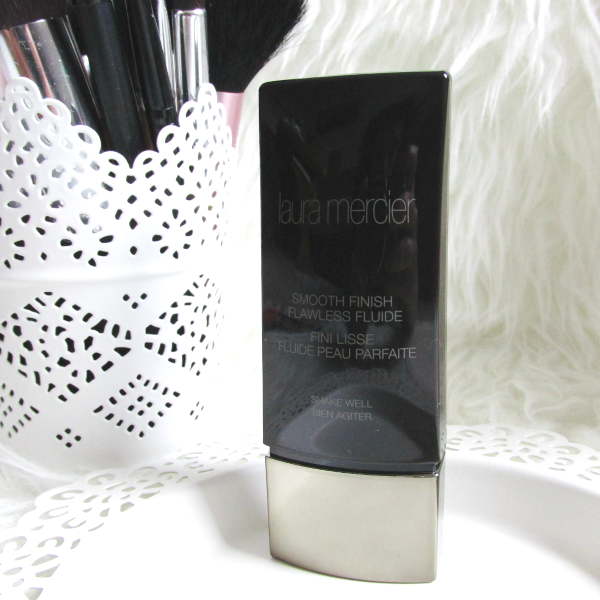 Laura Mercier - Smooth Finish Flawless Fluide - packaging, review