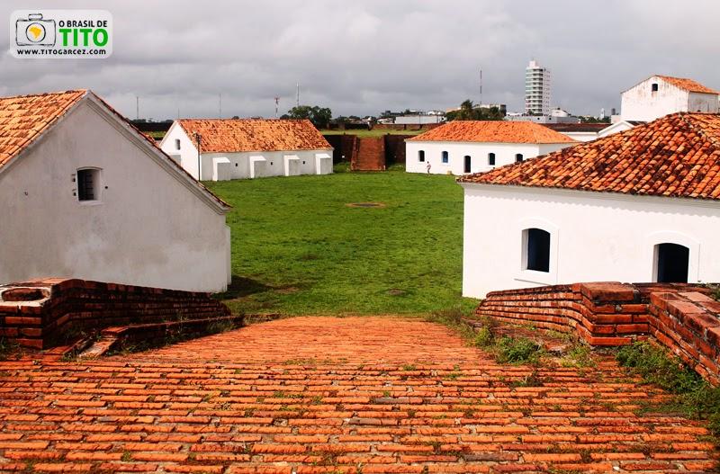 Rampa e praça quadrada da Fortaleza de São José de Macapá, no Amapá