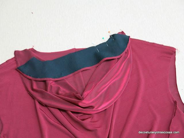 como coser una vista en el escote de la espalda
