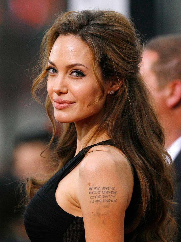 Un 18e tatouage pour Angelina Jolie Marie Claire - Signification Tatouage Angelina Jolie