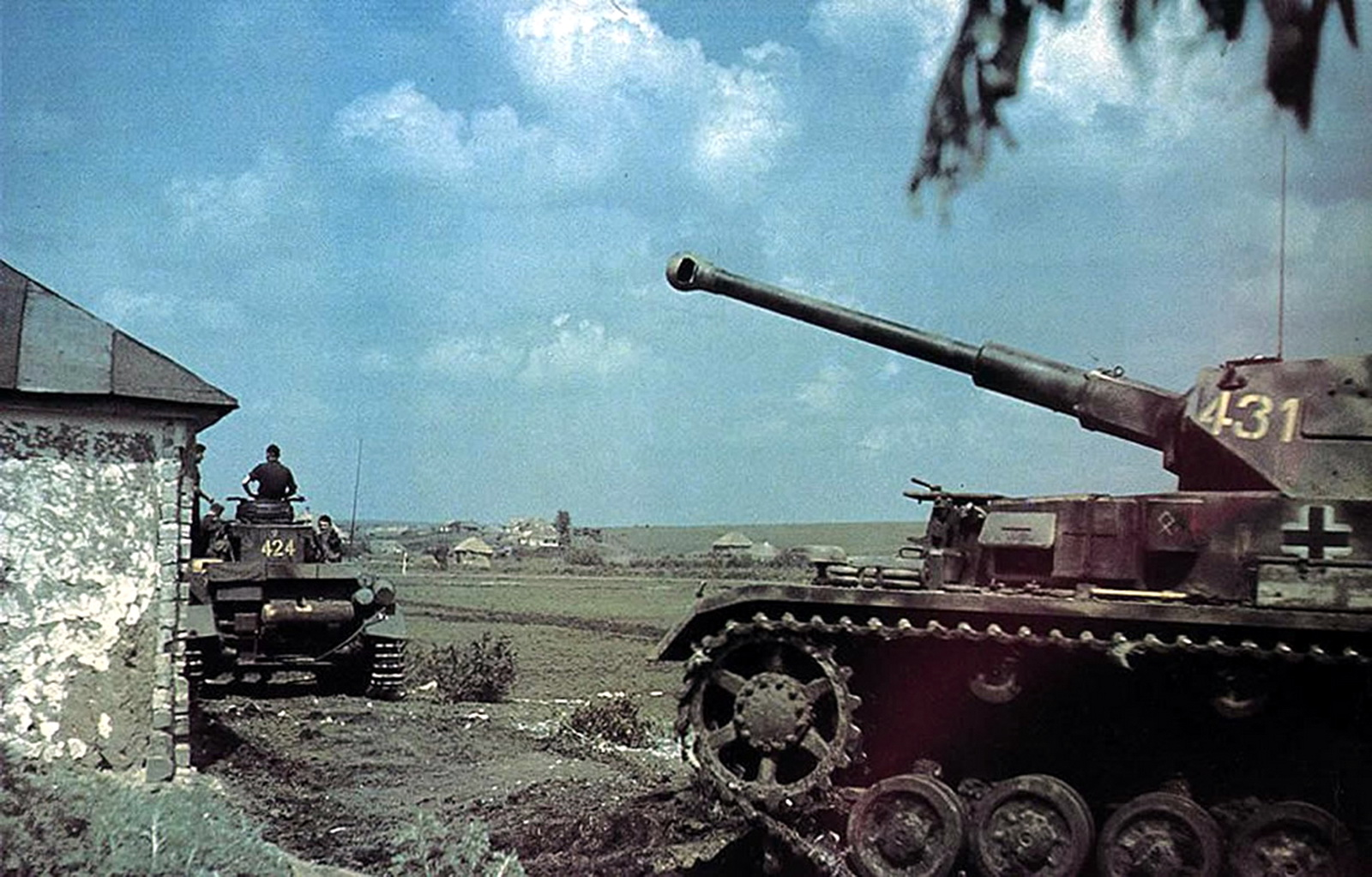 world war ii in color panzer ivs in southern russia summer 1942. Black Bedroom Furniture Sets. Home Design Ideas