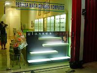 furniture semarang - etalase toko kacamata 10