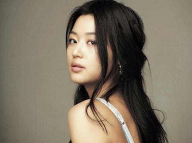 Foto aktris korea Jeon Ji Hyun