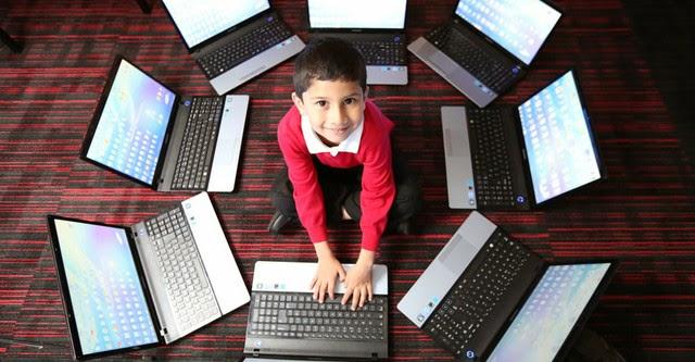Được cấp bằng chuyên gia máy tính khi mới 5 tuổi
