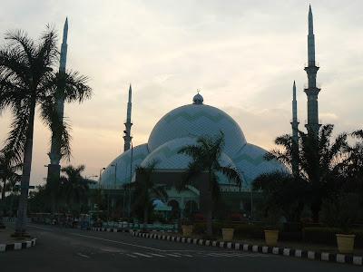 gambar Mesjid Raya Al-Azhom Kota Tangerang