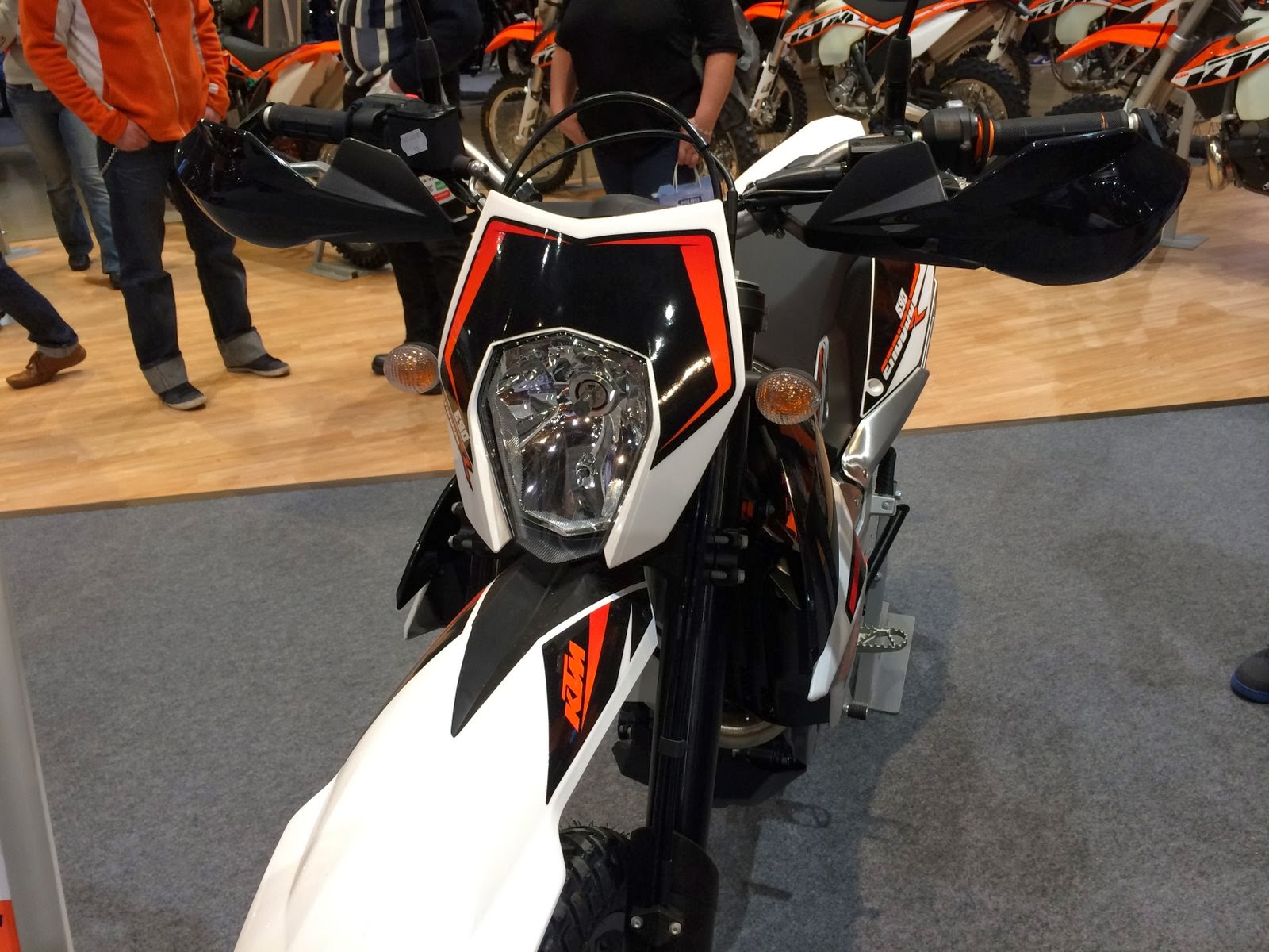 2014 KTM 690 Eduroro R headlight
