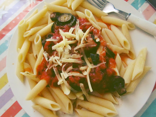 Spicy penne pasta dish