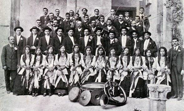 Orquestra e rancho das tricanas em Alcobaça