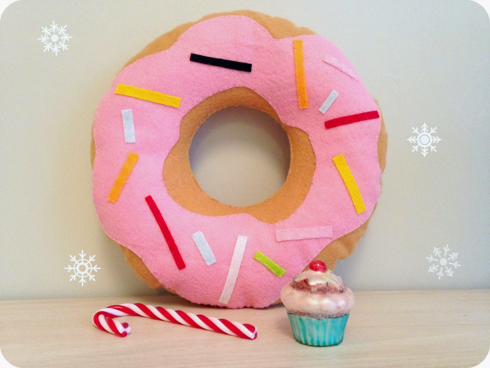 woodybeauty blog diy donut pillow
